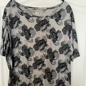 LOFT t-shirt, black/gray floral